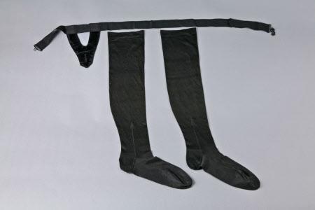 Court dress girdle