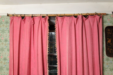 Curtain rod
