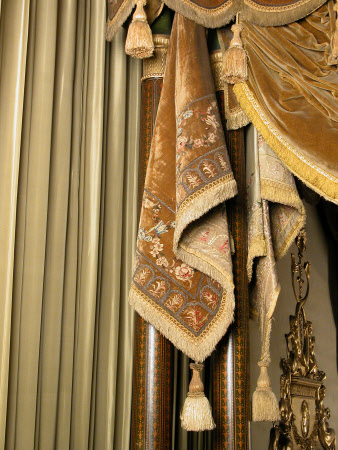 Pennant bed curtain