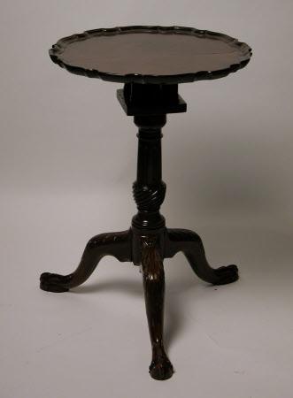Tilt-top pedestal table