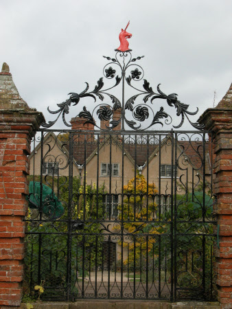 Gates with unicorn crest