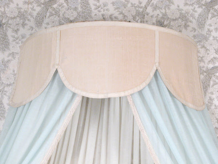 Tester bed canopy