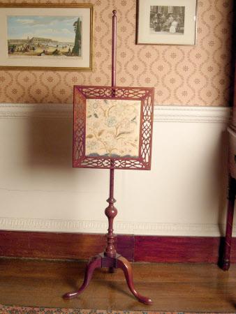 Pole fire screen