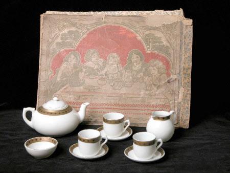 Dolls' tea service