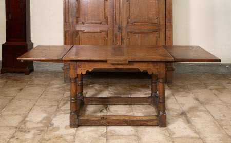 Draw-leaf table