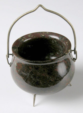 Miniature cauldron