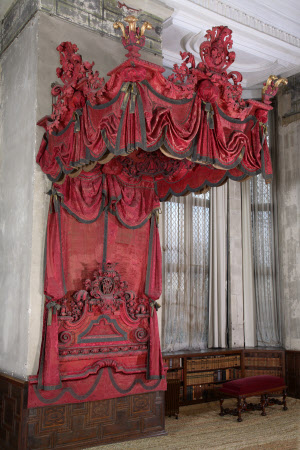 The Lapiere state bed canopy and headboard