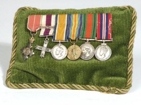 Miniature medal