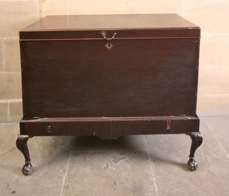 Folio chest
