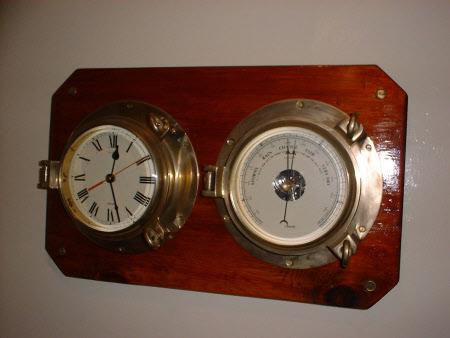 Ship's barometer