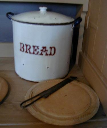 Bread barrel