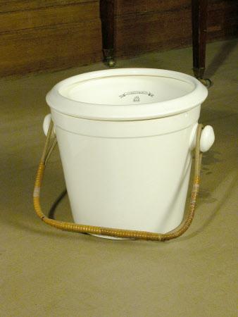 Toilet bucket