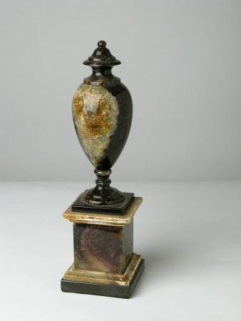 Mantelpiece ornament