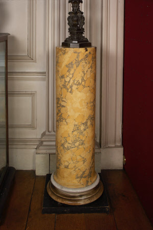 Columnar pedestal
