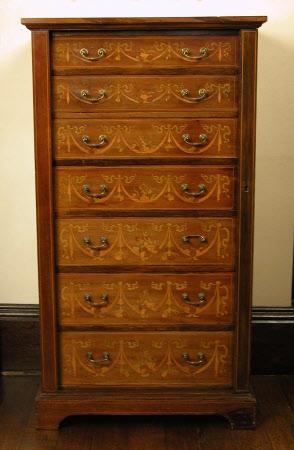 Wellington chest