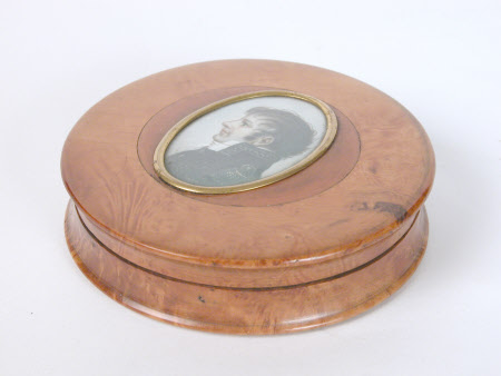 Circular burr wood box with a miniature of Emperor Napoleon I, Emperor of France (1769–1821)