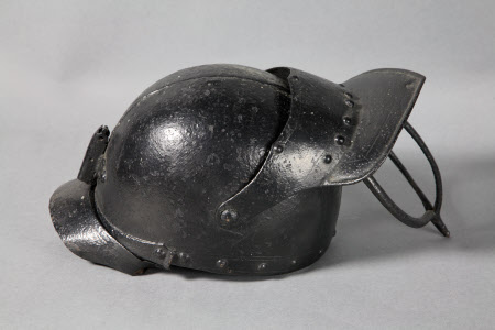 Lobster pot helmet