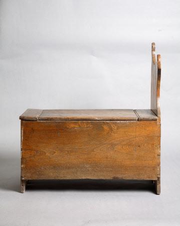 Salt box seat