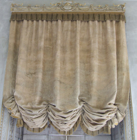 Festoon curtain