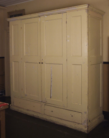 Built-in cupboard