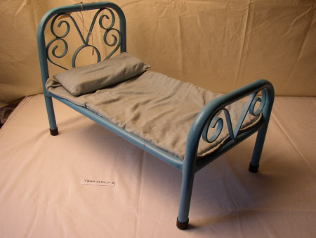 Doll's bed