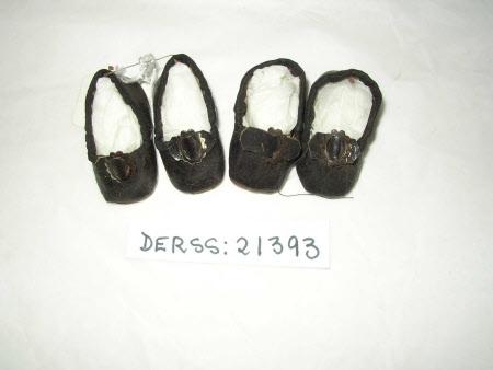 Doll's shoe