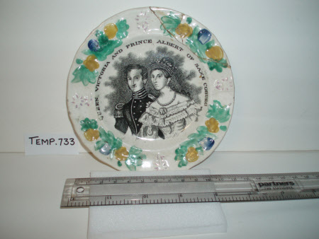 A commemorative ceramic plate Queen Victoria (1819-1901) and Prince Albert, Prince Consort ...