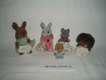 Miscellaneous doll's house items