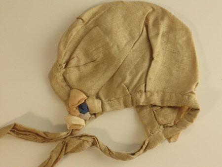 Doll's bonnet