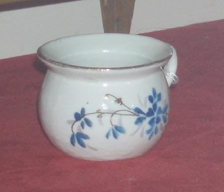 Doll's chamber pot