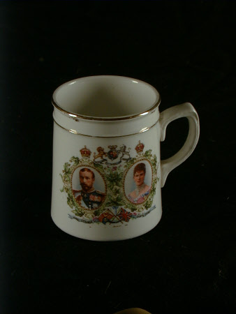Commemorative mug - King George V (1865–1936) and Queen Mary (1867-1953)