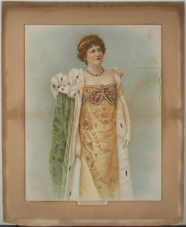 Dame Ellen Terry (1847-1928) as 'Madame Sans-Gene' in the comedy 'Madame Sans-Gene' adapted from ...