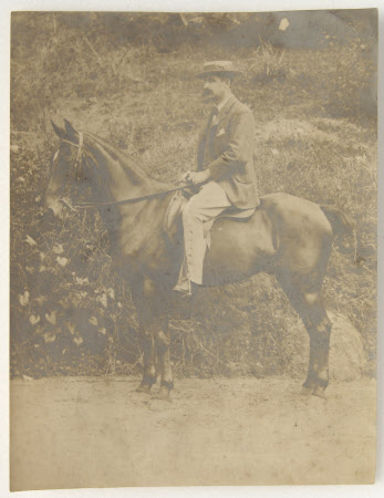Unknown gentleman mounted on a horse