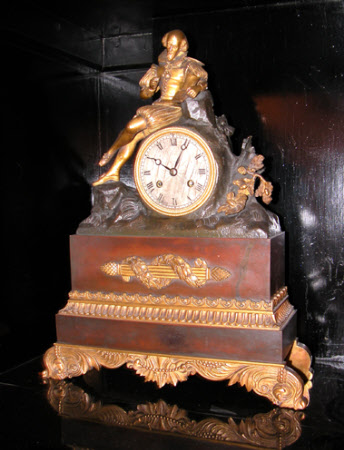 Mantel clock, drum-shaped movement inset into bronze rockwork with an ormolu figure of Wiliam ...