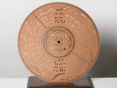 Musical card disc