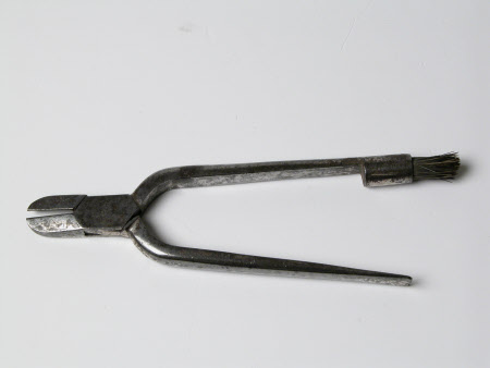 Champagne wire cutter