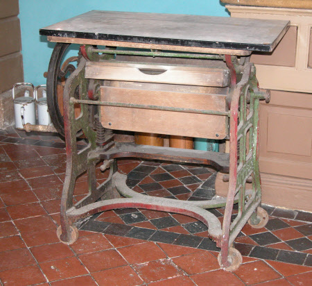 Table top mangle