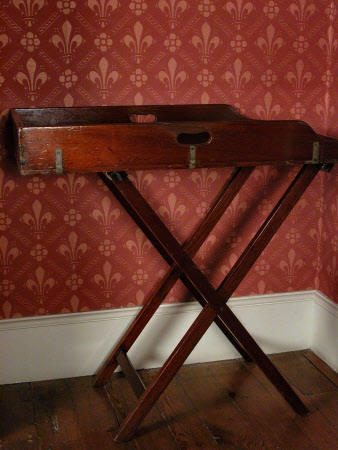 Butler's tray stand