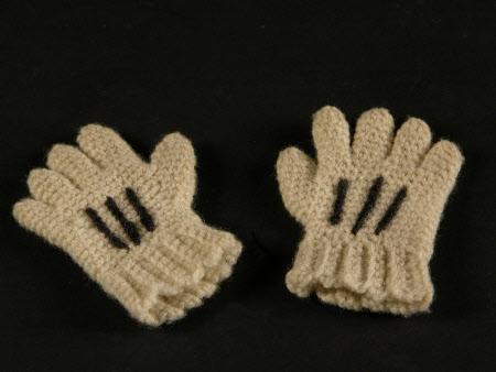 Doll's glove