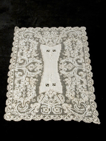 Dressing table mat