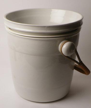 Slop bucket