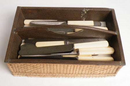 Knife tray