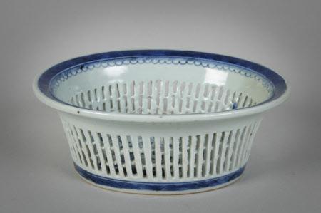 Cake basket