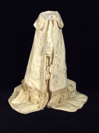 Doll's carrying robe