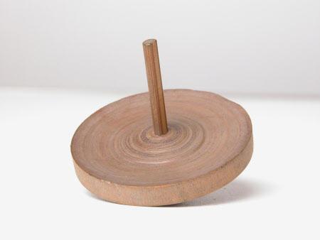 Toy spinning wheel