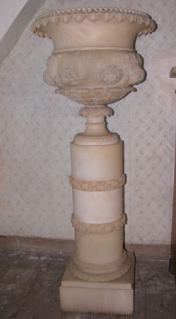 Jardiniere decorated with flowers and acanthus leaves, on a plinth.