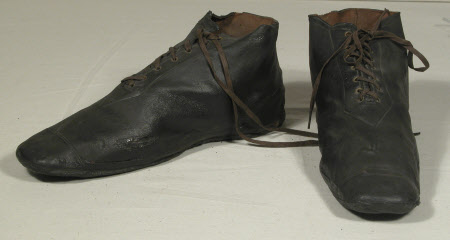 High-low shoe