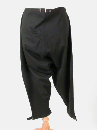 Man's knee breeches