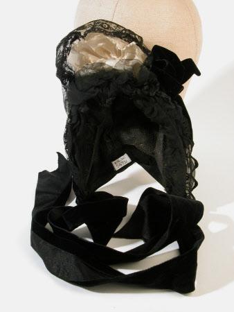 Half mourning bonnet