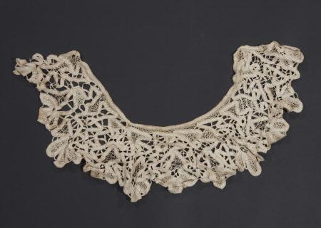 Ladies collar.